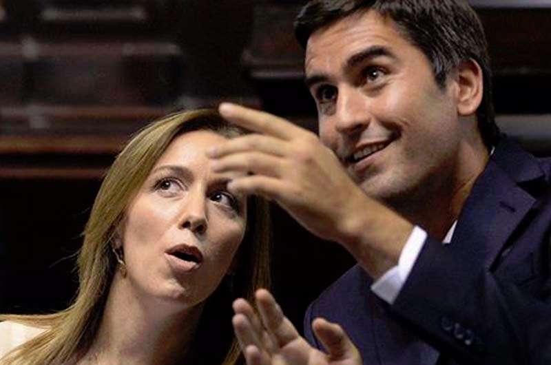 La gobernadora y Manuel Mosca, esposo de la candidata González y hombre fuerte de la Legislatura.