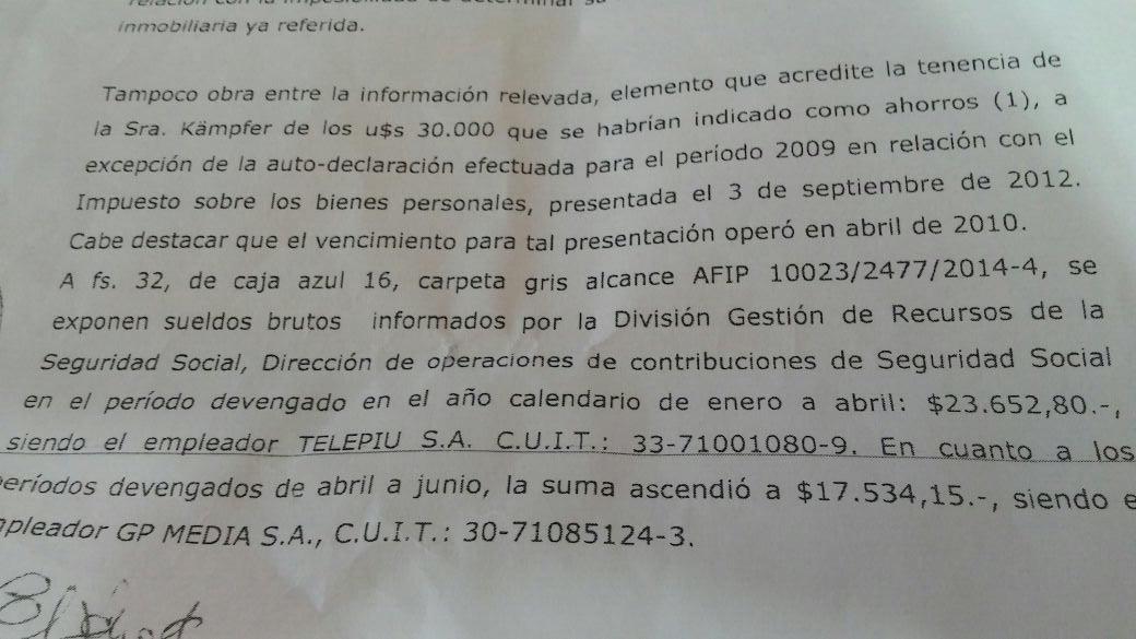 Los sueldos de Kampfer no justifican su ahorro, según los peritos.