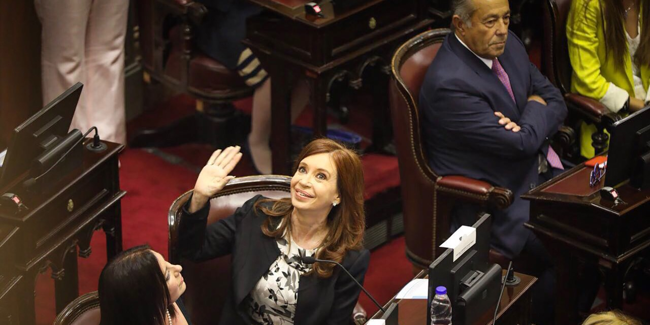 En medio de extraordinarias caldeadas, el PJ cajonea el pedido de desafuero a CFK hasta marzo