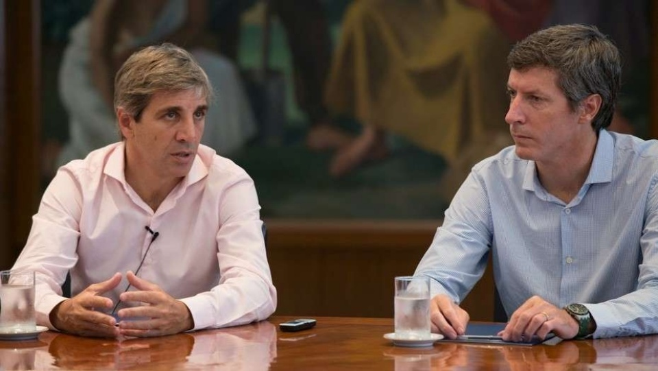 """El último """"conflicto de intereses"""". Los bonos del segundo de Caputo, Bausili (a la derecha)."""