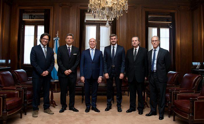 Peña y Garavano, con Lorenzetti y los miembros de la Corte. Carrió no siente respaldo.