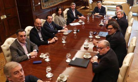 Mucha rosca, cambios en el gabinete y anuncios económicos en otro día expuesto para Macri