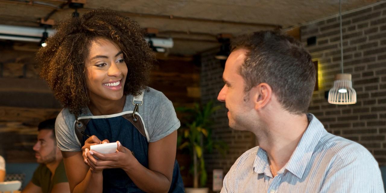 Efecto propina: Mozas, entre el acoso del cliente y el abuso del empleador
