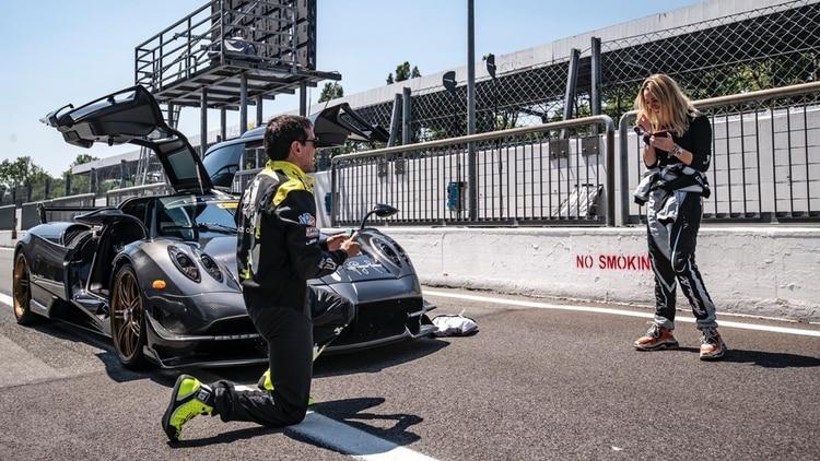 Pérez Companc se le declaró a su novia frente a un super auto: quién es el argentino que lo diseñó y revolucionó el mundo con sus modelos?