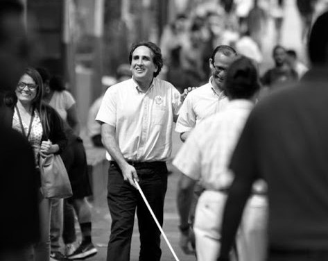 Dilema irresuelto: ¿cómo hacen las personas no videntes para mantener la distancia social?
