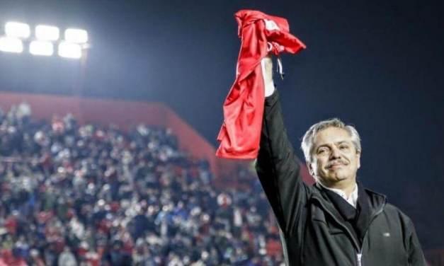 Fútbol y política: Fernández mira de reojo la interna de AFA y Macri busca influir bajo el paraguas de la FIFA