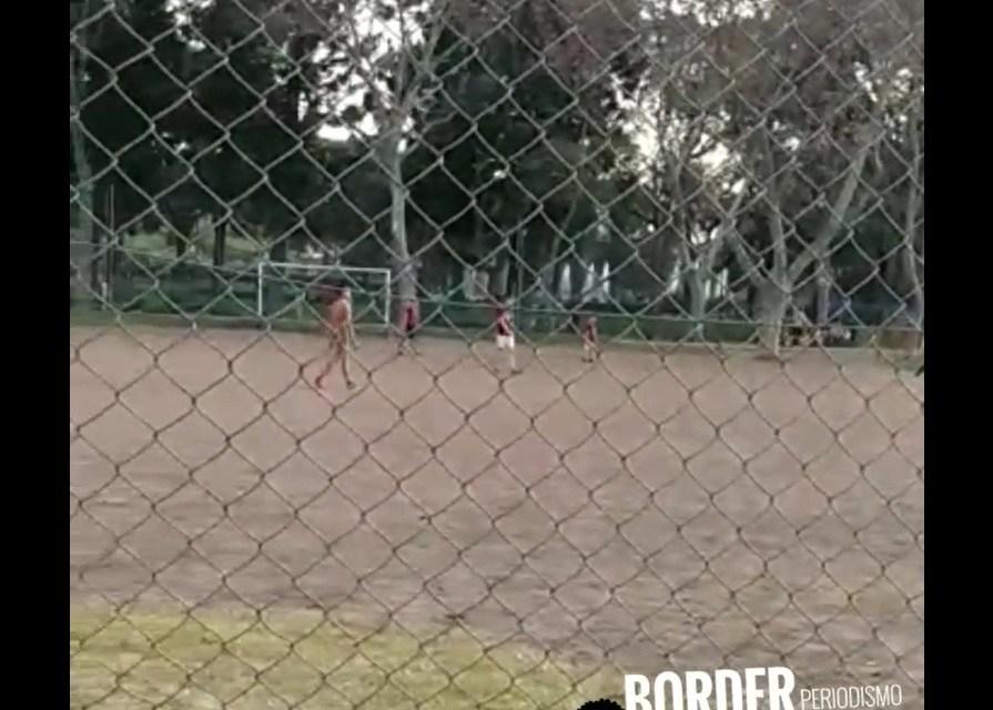 En Parque Centenario adelantaron la vuelta al fútbol con un torneo ilegal