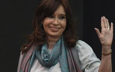 Cristina Kirchner dijo que es necesario un acuerdo multisectorial para solucionar el problema del «bimonetarismo»