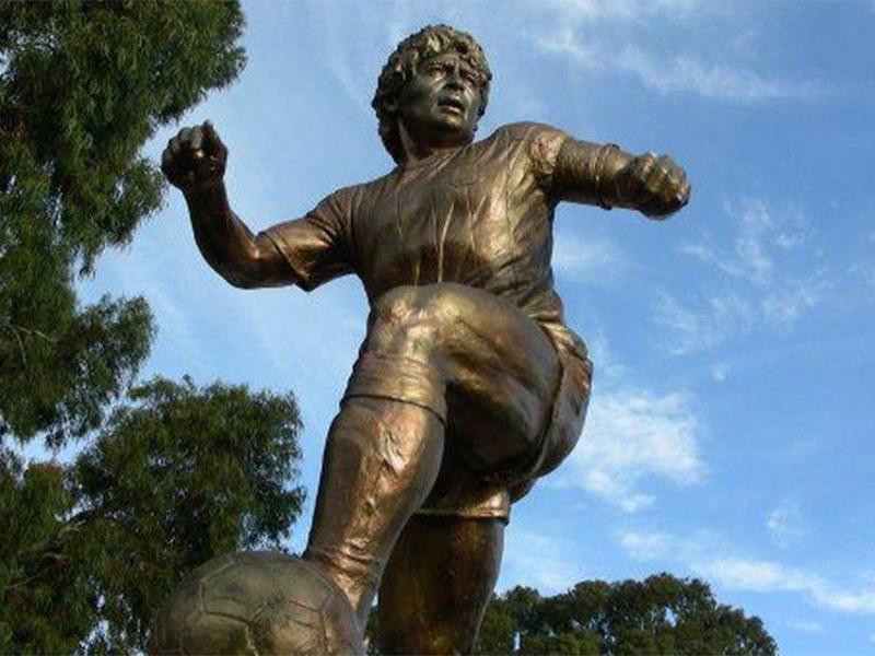 El primer homenaje post mortem a Diego Maradona: tendrá su estatua en Ezeiza