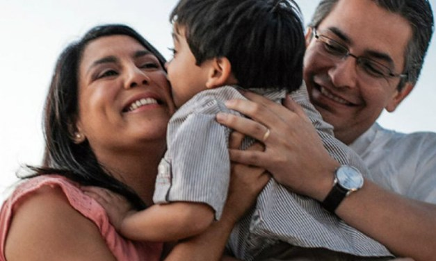 Qué es la «crianza positiva» y cómo se puede ser «firme pero amable» con los hijos