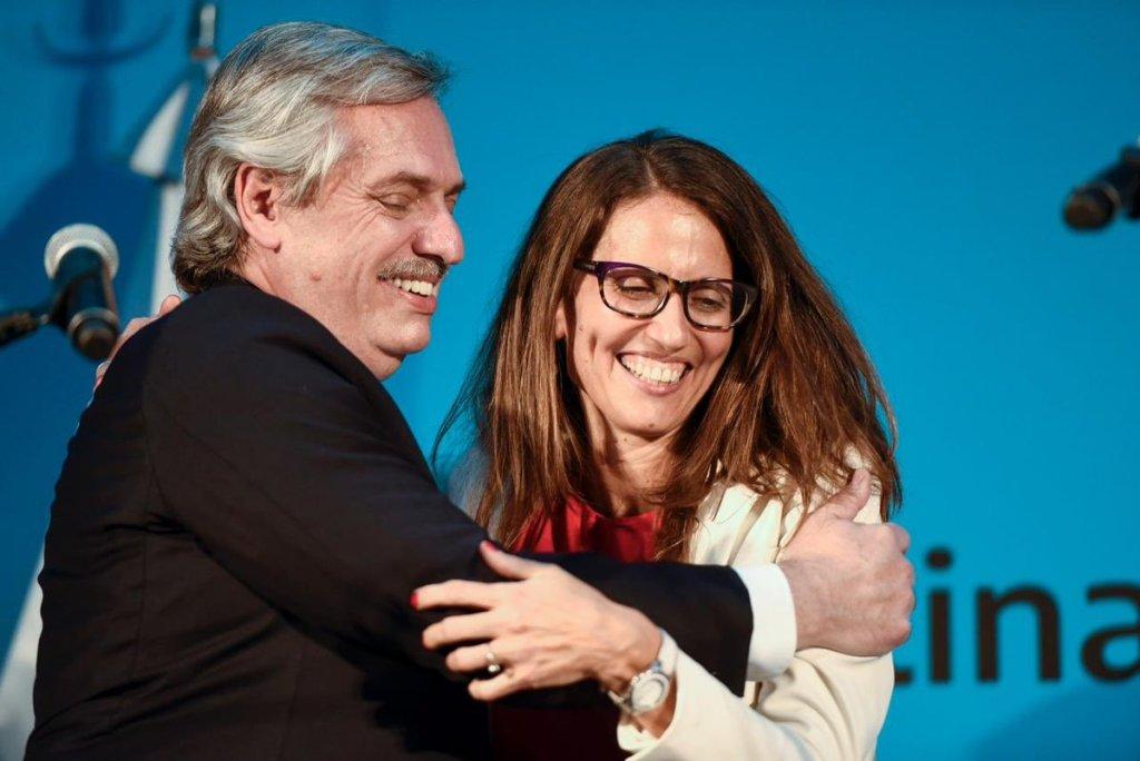 Elizabeth Gómez Alcorta y Alberto Fernández en la asunción del ministerio.