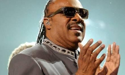 Bebé prematuro: cuál es el origen de la ceguera de Stevie Wonder