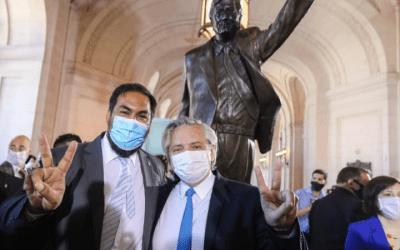 """Una """"Jirafa"""" al lado del Presidente: el kirchnerismo le acercó un """"custodio informal"""" a Alberto por su seguridad"""