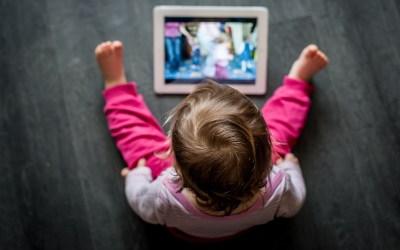 No hay pantalla que resuelva la soledad, ¿es posible una alianza saludable entre crianza y tecnología?