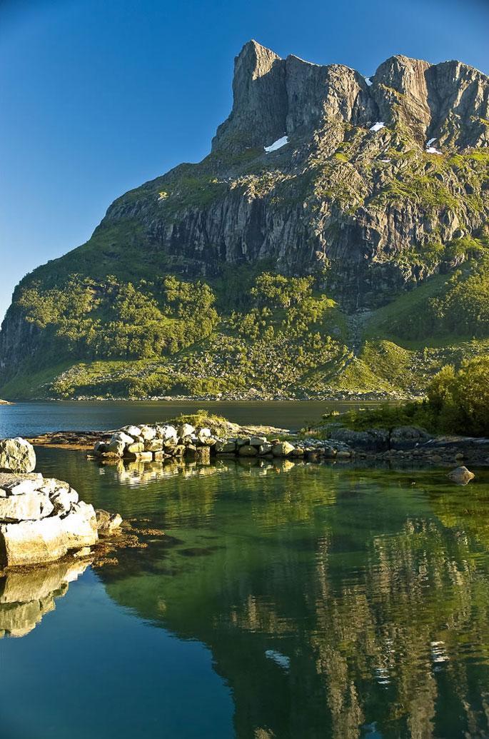 Hornelen, the highest sea cliff in Europe, Sogn og Fjordane county, Norway (by Jesper Hauge).