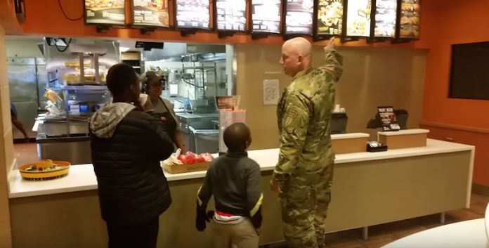 Soldier Goes To Pay For His Order, But Look Who's Standing Behind Him. Unbelievable!