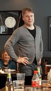 Torstein Aagaard-Nilsen holder debriefing