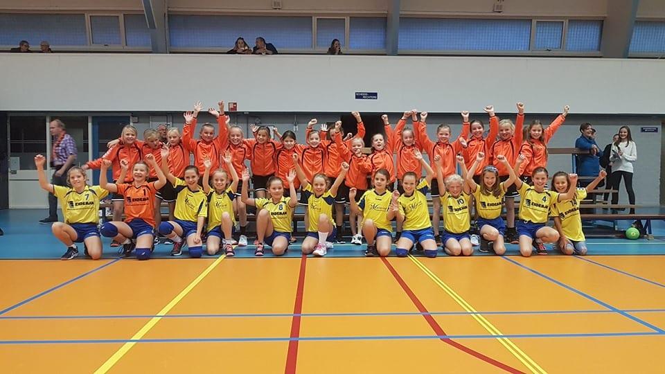 De meisjes E1 & E2 van Borhave en Handbal Voorwaarts zijn er klaar voor!