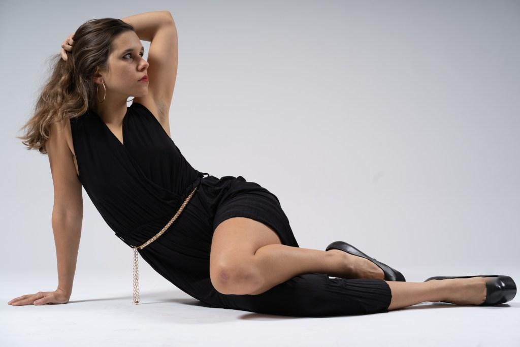 modèle assise en noir