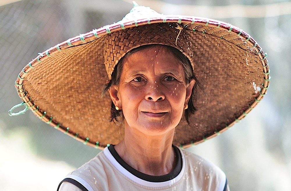 Iban lady at Menyang Tais Iban longhouse, Sarawak, Malaysia