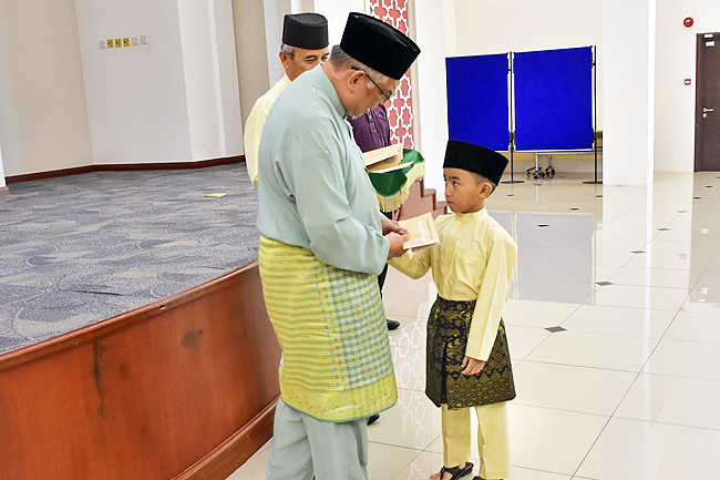 Religious ceremonies, donations enliven holy month of Ramadhan 4