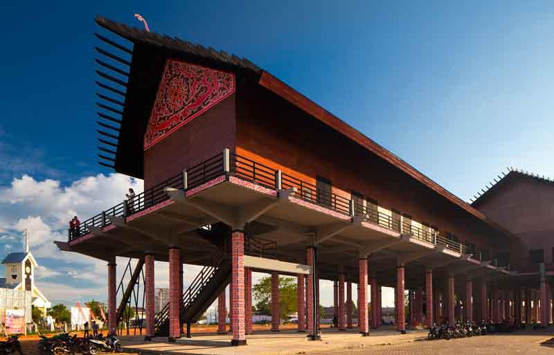 Rumah Radakng Rumah Adat Kalimantan Barat Terbesar Di Indonesia