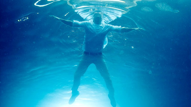 [Video] Guru NTT ini Menyeberangi Lautan Untuk Mengajar, Tenggelam dan Akhirnya Ia ditemukan…