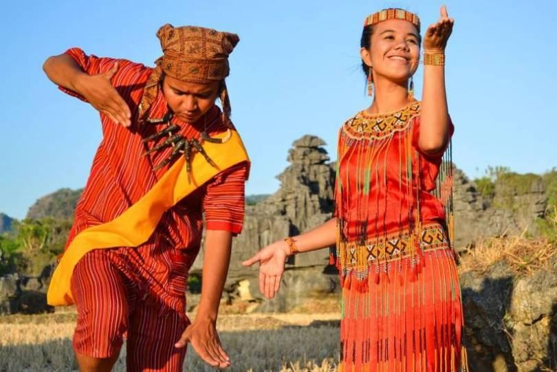 Pakaian Adat Sulawesi Selatan Pria & Wanita, Senjata adat ...