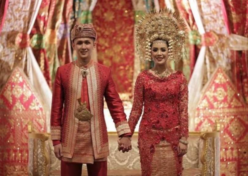 Pakaian pernikahan sumatera barat