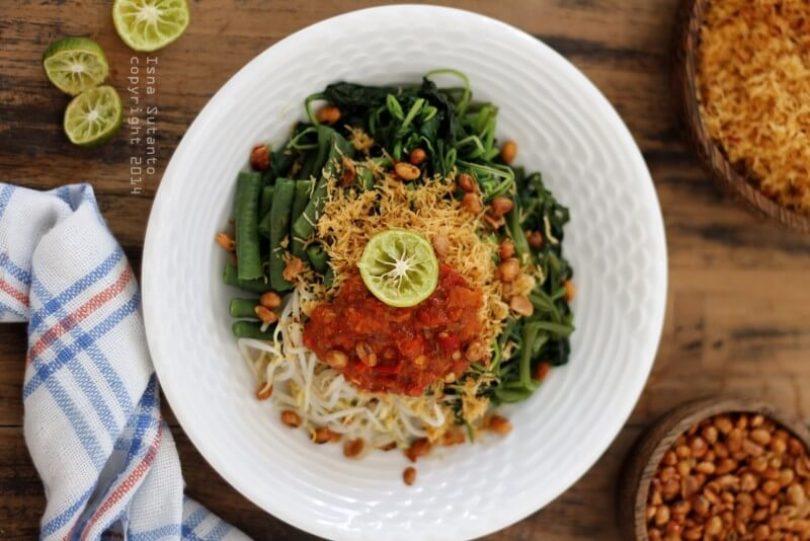 Makanan Khas Bali Srombotan