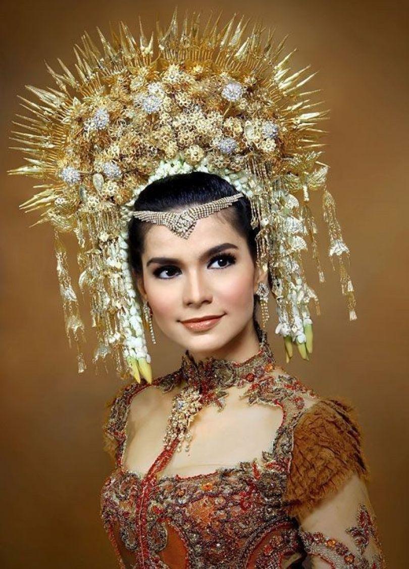 Mahkota Khas Minang