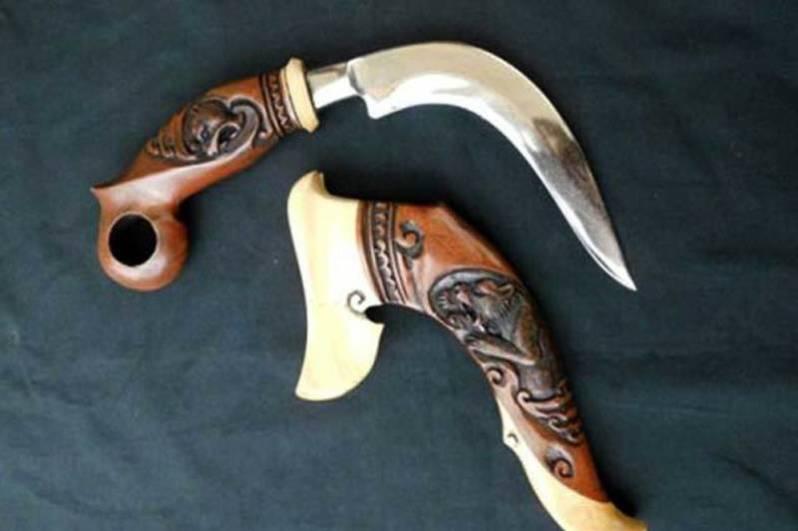 Senjata Tradisional Kerambit