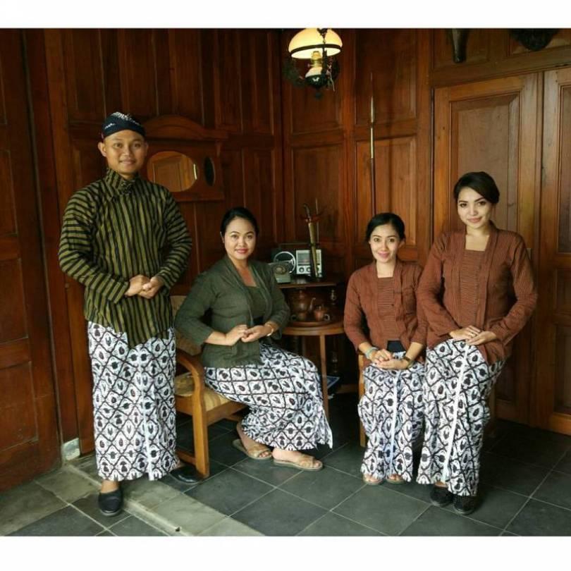 Pakaian Adat Yogyakarta Untuk Pria Dewasa (Busana Surjan)