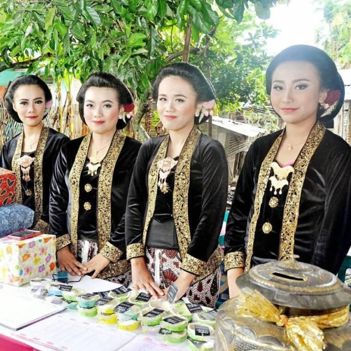 Pakaian Adat Yogyakarta Untuk Wanita