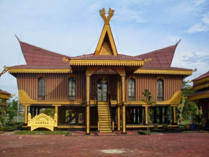 Rumah Adat Riau Salaso Jatuh Kembar