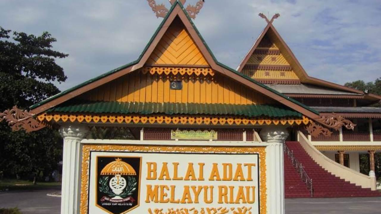 Terlengkap] Nama Rumah Adat Riau Pekanbaru Gambar & Penjelasan