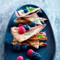 Bagt tortilla med chokolade og bær