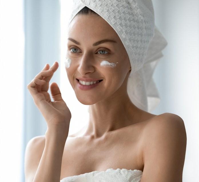 Decubal face wash og face cream i brug