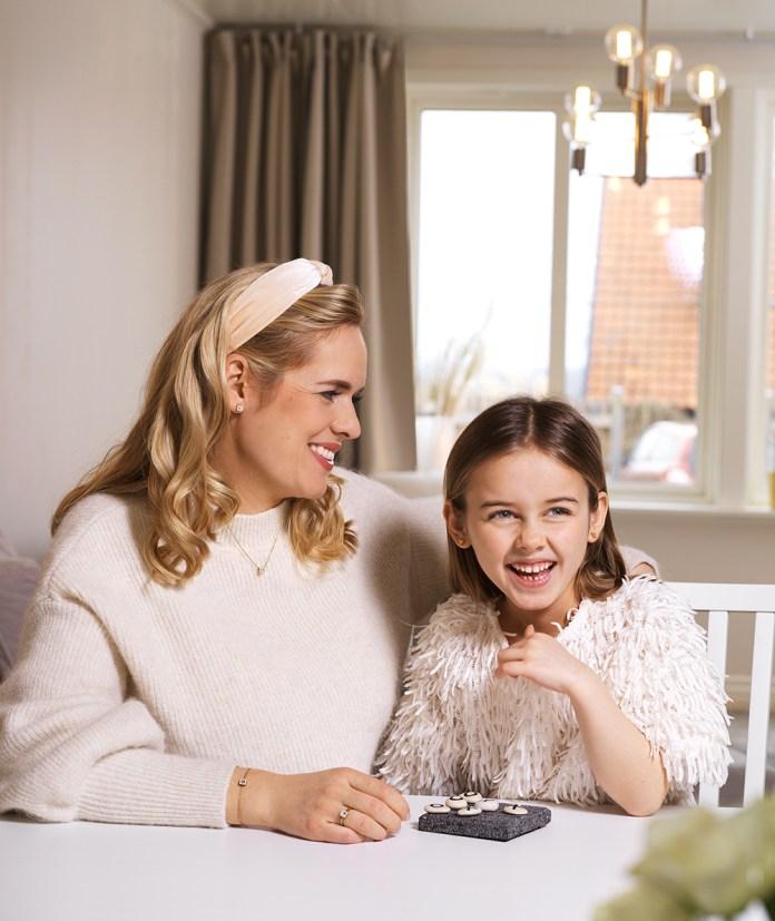 Mor, datter og lækre øresmykker