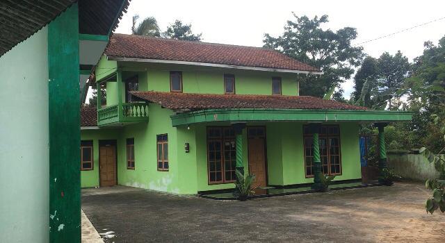 SEPI: Kondisi rumah Panglima Sunda Empire Wilayah Jateng/ DI Jogjakarta, Muhkrim dengan pintu dan jendela yang tertutup rapat. (Foto: han)