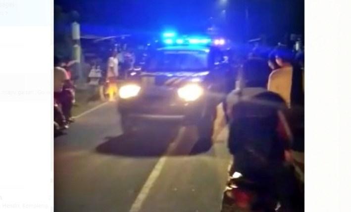 Mobil Polsek Salaman saat evakuasi orang dengan gangguan jiwa di Salaman (7/5/2020)