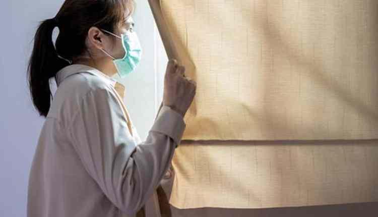 ILUSTRASI : Seorang pasien sedang menjalani isolasi mandiri (Foto: Internet)