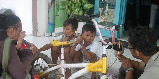 Kakak adik nekat bersepeda Pemalang-Jakarta cari ibunya.