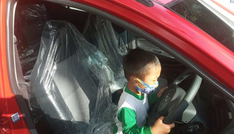 Givon Ghaalib Abiwara anak Paud yang mendapat mobil dari undian Bank Bapas 69 Magelang (23/6/2020)-(Foto: bsn)