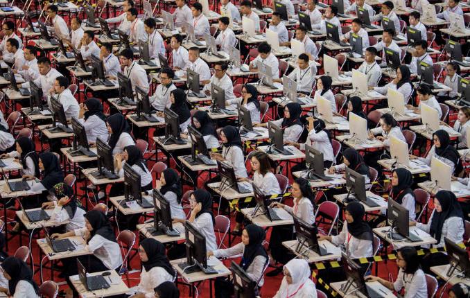 SERIUS: Suasana tes SKB CPNS tahun lalu. (Sumber: internet)