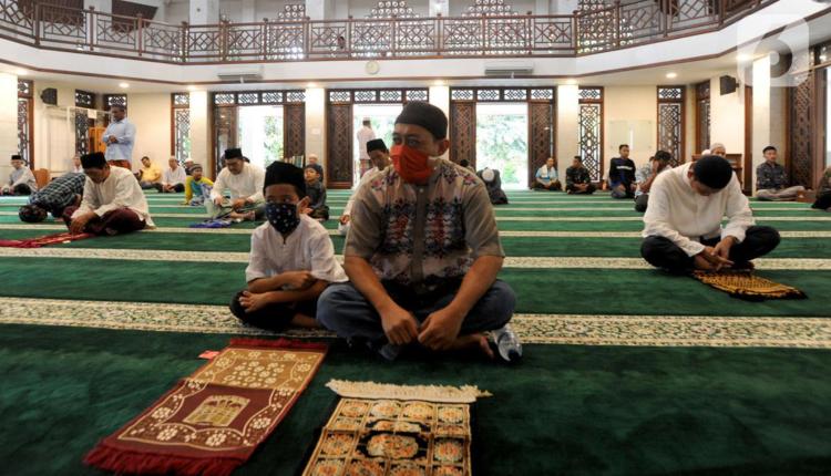 Salat Jumat adalah wajib atas setiap muslim dengan berjamaah di masjid-madjid. (foto: internet)