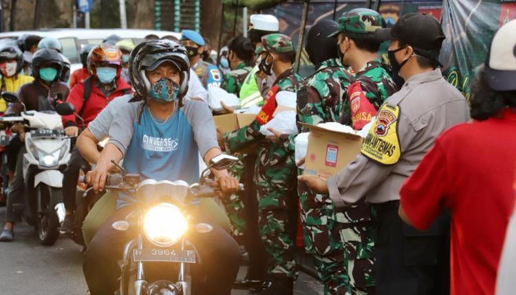 TNI Pori di Jateng serentak bagi takjil gratis