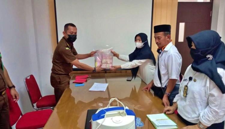 Pengembalian uang barang bukti kasus korupsi PTSL Wringnputih Borobudur (2/6/2021)