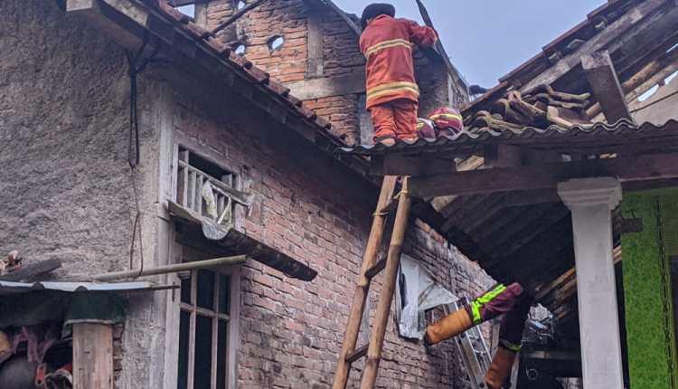 Rumah milik lansia di Mungkid terbakar