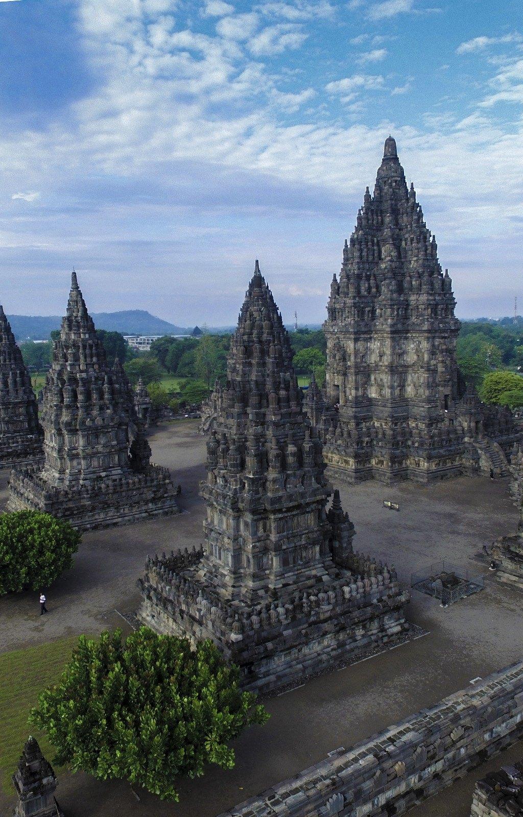 (DOC) 10 Candi Hindu di Indonesia   dienul haq - Academia.edu
